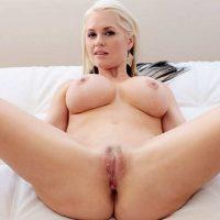 Chat sexe pour une nana blonde aux gros seins